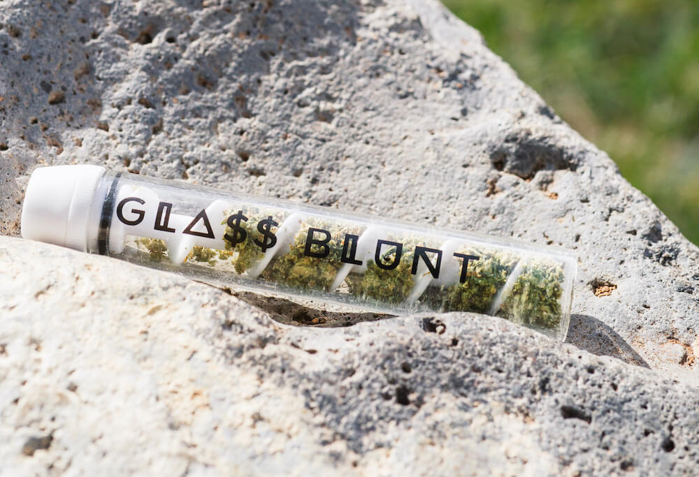 Which Glass Blunt Pipe Is The Best In 2021?